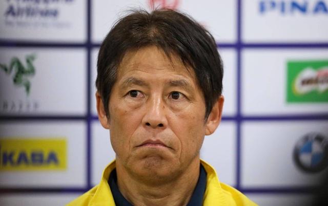 """HLV Akira Nishino: """"Tôi cho rằng, ở thời điểm này, bóng đá Thái Lan cần học hỏi những bước tiến của Việt Nam"""" - Ảnh 1."""