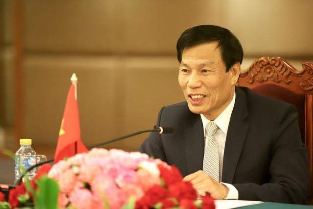Bộ trưởng Bộ VHTTDL Nguyễn Ngọc Thiện hội đàm cùng Bộ trưởng Bộ TTVHTL Lào Kị-kẹo Khay-khăm-pi-thun - Ảnh 2.