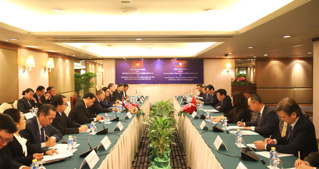 Bộ trưởng Bộ VHTTDL Nguyễn Ngọc Thiện hội đàm cùng Bộ trưởng Bộ TTVHTL Lào Kị-kẹo Khay-khăm-pi-thun - Ảnh 1.