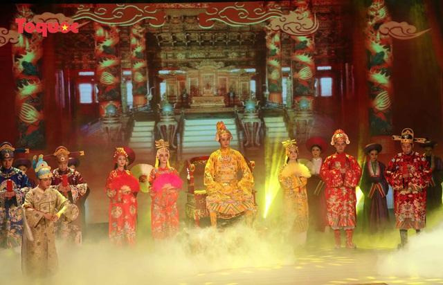 """Giới thiệu văn hóa Việt cho du khách quốc tế qua """"Áo Dài Show"""" - Ảnh 2."""