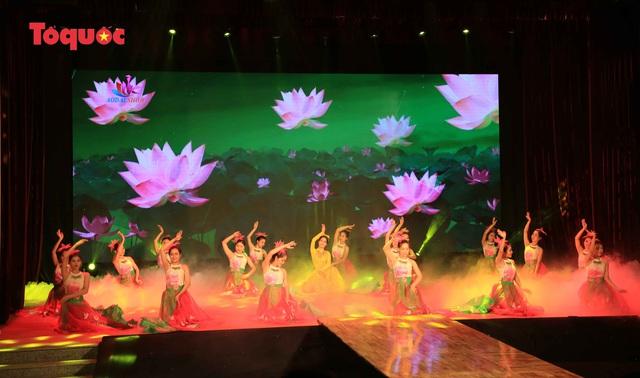 """Giới thiệu văn hóa Việt cho du khách quốc tế qua """"Áo Dài Show"""" - Ảnh 6."""