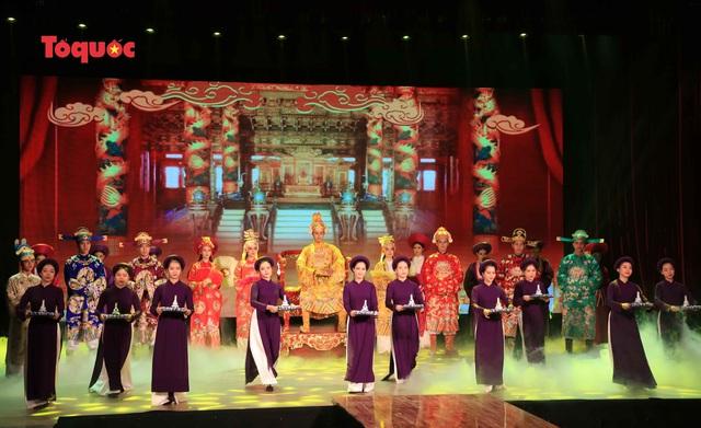"""Giới thiệu văn hóa Việt cho du khách quốc tế qua """"Áo Dài Show"""" - Ảnh 3."""