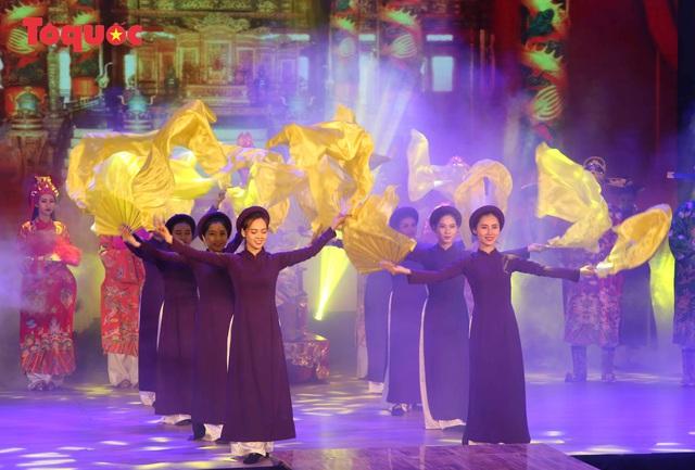 """Giới thiệu văn hóa Việt cho du khách quốc tế qua """"Áo Dài Show"""" - Ảnh 4."""