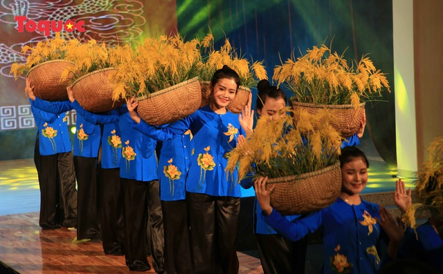 """Giới thiệu văn hóa Việt cho du khách quốc tế qua """"Áo Dài Show"""" - Ảnh 12."""