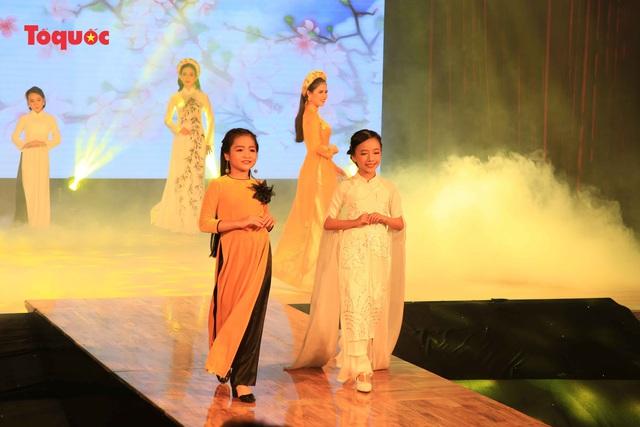 """Giới thiệu văn hóa Việt cho du khách quốc tế qua """"Áo Dài Show"""" - Ảnh 14."""