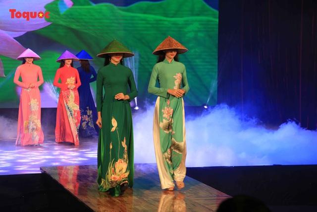"""Giới thiệu văn hóa Việt cho du khách quốc tế qua """"Áo Dài Show"""" - Ảnh 1."""