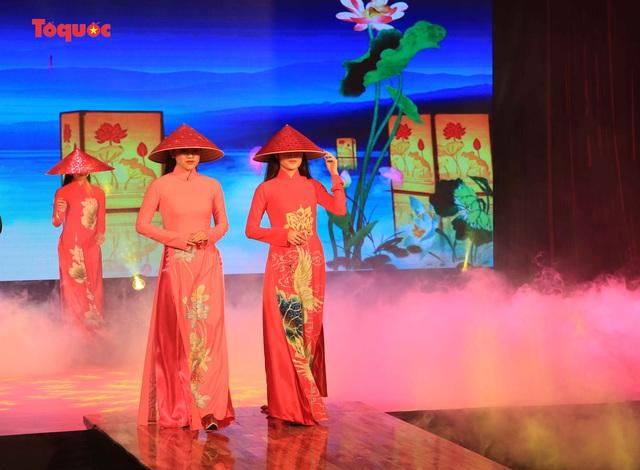 """Giới thiệu văn hóa Việt cho du khách quốc tế qua """"Áo Dài Show"""" - Ảnh 17."""