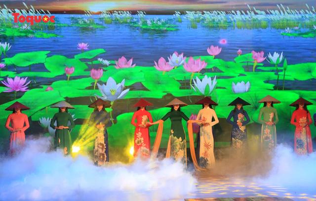 """Giới thiệu văn hóa Việt cho du khách quốc tế qua """"Áo Dài Show"""" - Ảnh 18."""