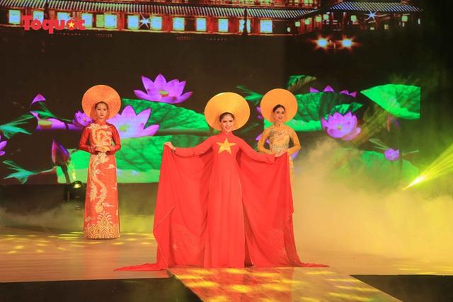 """Giới thiệu văn hóa Việt cho du khách quốc tế qua """"Áo Dài Show"""" - Ảnh 20."""