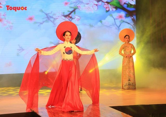 """Giới thiệu văn hóa Việt cho du khách quốc tế qua """"Áo Dài Show"""" - Ảnh 22."""