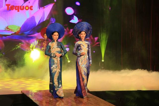 """Giới thiệu văn hóa Việt cho du khách quốc tế qua """"Áo Dài Show"""" - Ảnh 23."""