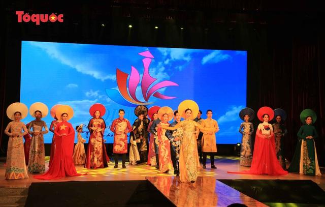 """Giới thiệu văn hóa Việt cho du khách quốc tế qua """"Áo Dài Show"""" - Ảnh 24."""