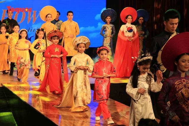 """Giới thiệu văn hóa Việt cho du khách quốc tế qua """"Áo Dài Show"""" - Ảnh 25."""