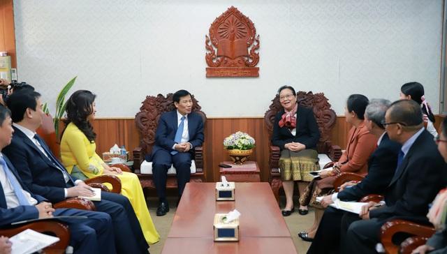 Hội đàm giữa Bộ trưởng Bộ VHTT&DL VN và Bộ trưởng Bộ GD&TT Lào. - Ảnh 1.