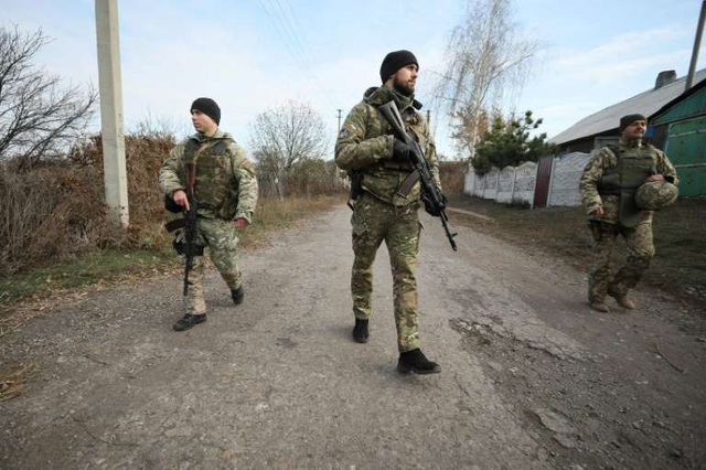 """Tổng thống Nga, Ukraine lần đầu """"mặt đối mặt"""": quan trọng nhưng không thực chất? - Ảnh 1."""