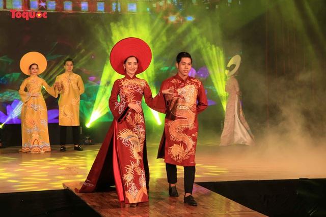 """Giới thiệu văn hóa Việt với du khách quốc tế qua """"Áo Dài Show"""" - Ảnh 2."""