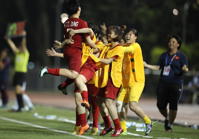 Đè bẹp đội chủ nhà Philippines, ĐT nữ Việt Nam tái ngộ Thái Lan ở chung kết SEA Games 30 - Ảnh 1.