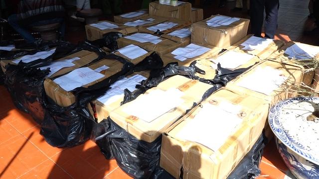Quảng Bình: Bắt hai cha con tàng trữ trái phép gần 1 tấn pháo - Ảnh 3.