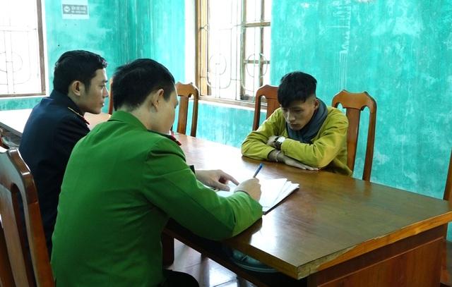 Quảng Bình: Bắt hai cha con tàng trữ trái phép gần 1 tấn pháo - Ảnh 4.