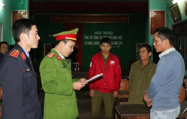 Quảng Bình: Bắt hai cha con tàng trữ trái phép gần 1 tấn pháo - Ảnh 5.
