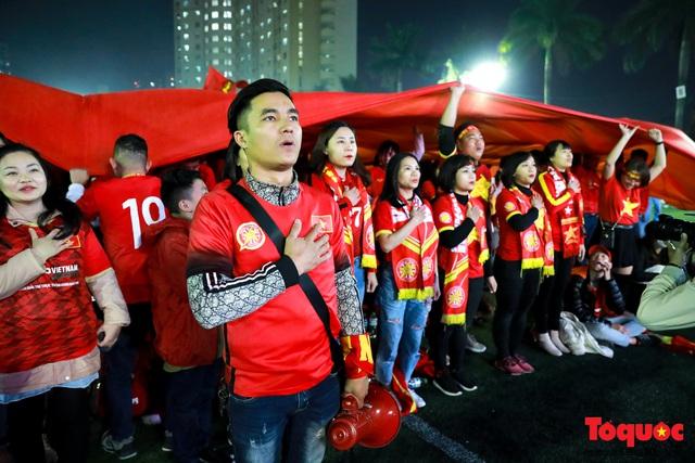 Trời rét 8 độ: CĐV Hà Nội vẫn bùng nổ cảm xúc khi tuyển Việt Nam liên tiếp ghi bàn - Ảnh 3.