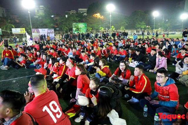 Trời rét 8 độ: CĐV Hà Nội vẫn bùng nổ cảm xúc khi tuyển Việt Nam liên tiếp ghi bàn - Ảnh 2.