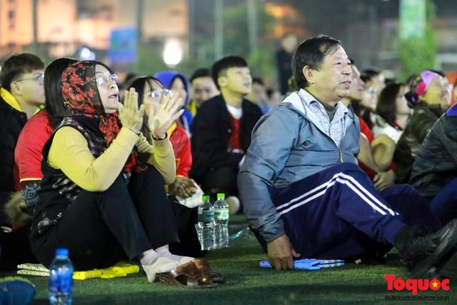 Trời rét 8 độ: CĐV Hà Nội vẫn bùng nổ cảm xúc khi tuyển Việt Nam liên tiếp ghi bàn - Ảnh 5.