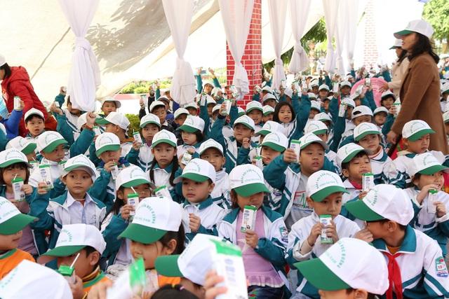 Tỉnh Hà Nam tổ chức lễ phát động chương trình Sữa học đường - Ảnh 4.