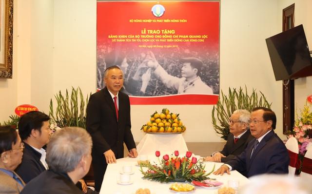 Bộ NN&PTNT trao Bằng khen cho ông Phạm Quang Lộc, người phát triển giống cam Sông Con - Ảnh 3.