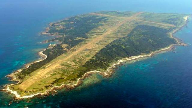 """""""Hô biến"""" đảo hoang thành tàu sân bay, Nhật Bản tìm cách xoa dịu Mỹ? - Ảnh 1."""