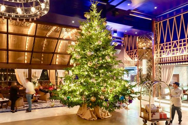 Trưng bày cây thông Noel trị giá 15 triệu USD mừng Giáng sinh 2019 - Ảnh 1.