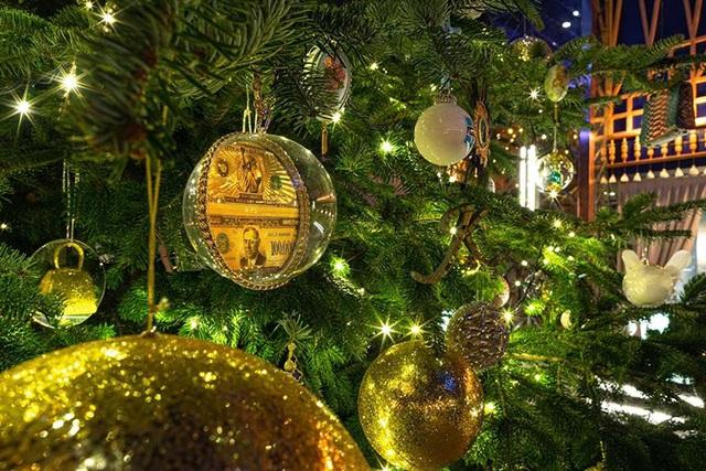 Trưng bày cây thông Noel trị giá 15 triệu USD mừng Giáng sinh 2019 - Ảnh 2.