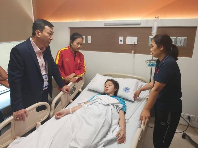 Nữ cầu thủ ĐT nữ Việt Nam nhập viện sau trận chung kết bóng đá nữ - Ảnh 1.