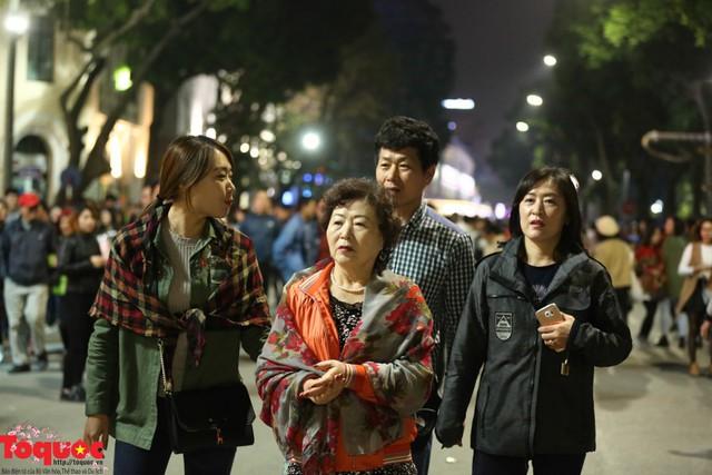 Du lịch Hà Nội thu hơn 2.000 tỉ đồng dịp Tết Nguyên đán 2019 - Ảnh 1.