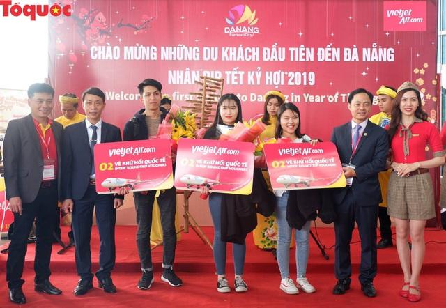 Lượng khách tới Đà Nẵng tham quan, du lịch dịp Tết Nguyên đán tăng mạnh - Ảnh 1.