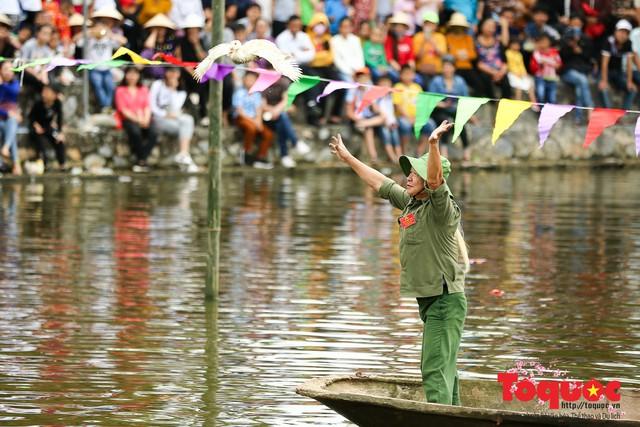 Thi nấu cơm, bắt vịt trong trận thuỷ chiến tại lễ hội Bạch Hào - Ảnh 15.
