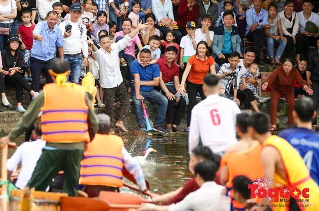 Thi nấu cơm, bắt vịt trong trận thuỷ chiến tại lễ hội Bạch Hào - Ảnh 16.