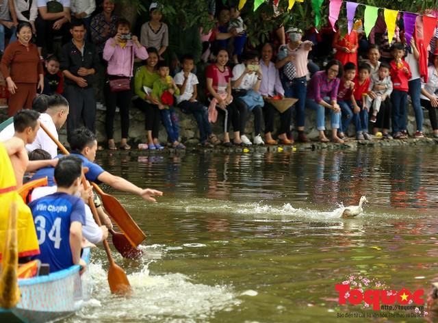 Thi nấu cơm, bắt vịt trong trận thuỷ chiến tại lễ hội Bạch Hào - Ảnh 18.