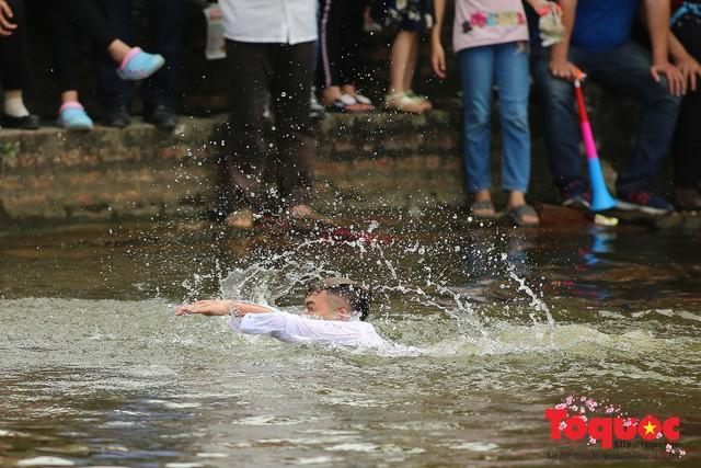 Thi nấu cơm, bắt vịt trong trận thuỷ chiến tại lễ hội Bạch Hào - Ảnh 17.