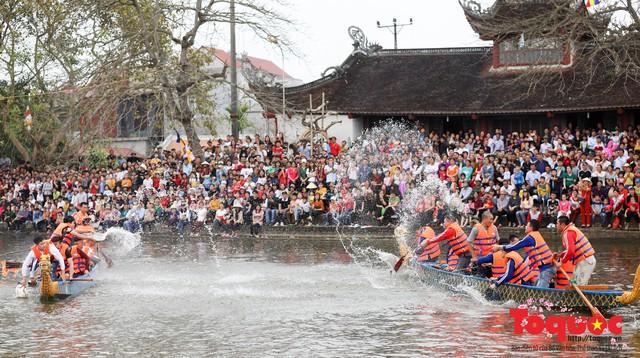 Thi nấu cơm, bắt vịt trong trận thuỷ chiến tại lễ hội Bạch Hào - Ảnh 6.