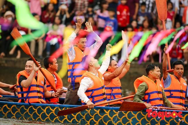 Thi nấu cơm, bắt vịt trong trận thuỷ chiến tại lễ hội Bạch Hào - Ảnh 5.