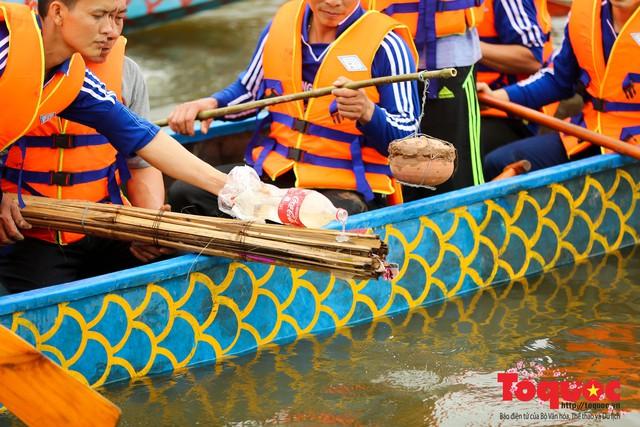 Thi nấu cơm, bắt vịt trong trận thuỷ chiến tại lễ hội Bạch Hào - Ảnh 7.