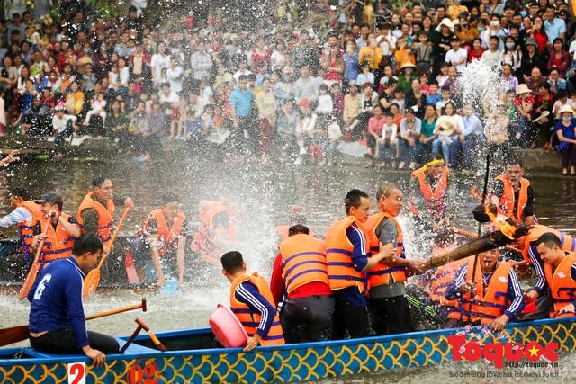 Thi nấu cơm, bắt vịt trong trận thuỷ chiến tại lễ hội Bạch Hào - Ảnh 11.