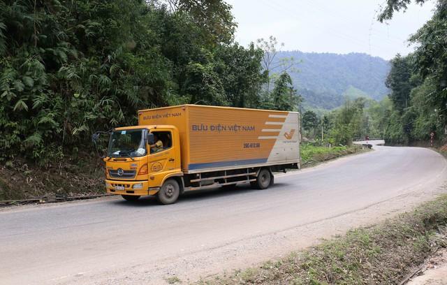 Bưu điện Việt Nam chuyển phát thành công 261 bưu gửi phục vụ cơ quan Đảng,  Nhà nước ngay trong ngày mùng 1 Tết - Ảnh 2.