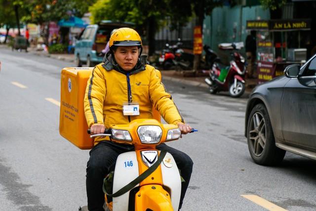 Bưu điện Việt Nam chuyển phát thành công 261 bưu gửi phục vụ cơ quan Đảng,  Nhà nước ngay trong ngày mùng 1 Tết - Ảnh 3.