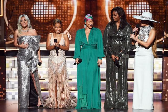 Bà Michelle Obama gây ngạc nhiên với hội chị em bạn dì tại Grammy 2019 - Ảnh 1.