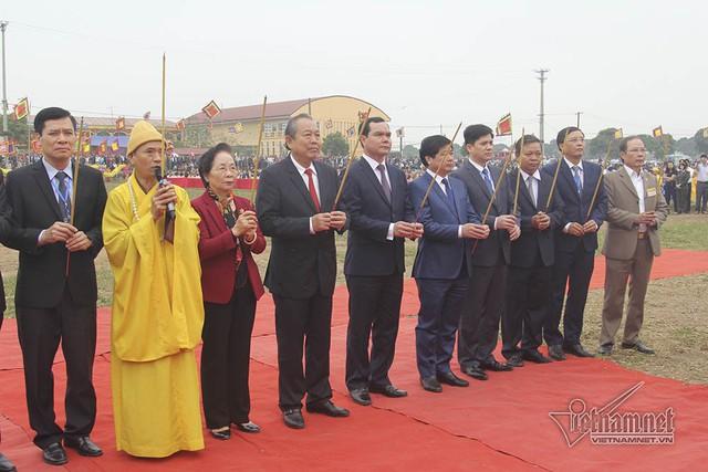 Phó Thủ tướng Thường trực Trương Hòa Bìnhthực hiện nghi thức xuống đồng - Ảnh 1.