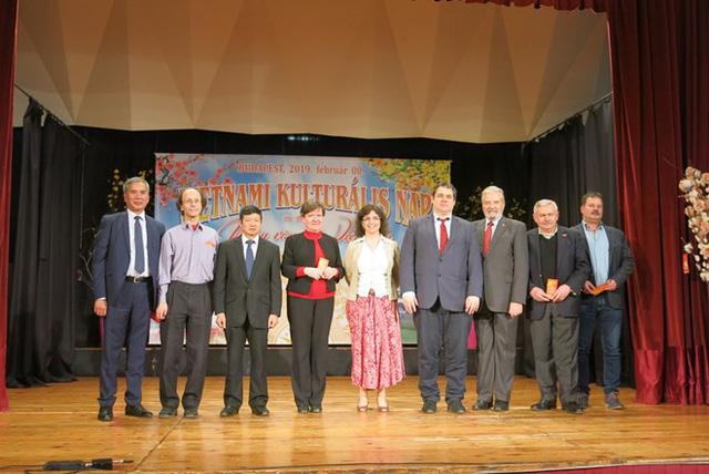 Quảng bá văn hóa Việt tại trường học Hungary - Ảnh 3.