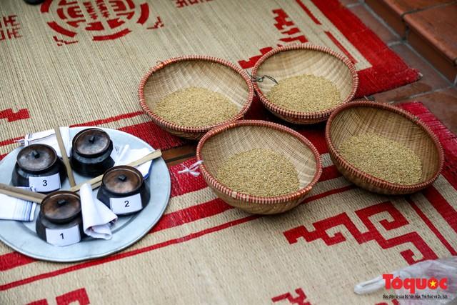 Về làng Thị Cấm xem người dân tạo lửa từ bùi nhùi và nấu cơm bằng rơm  - Ảnh 5.