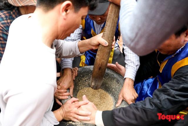 Về làng Thị Cấm xem người dân tạo lửa từ bùi nhùi và nấu cơm bằng rơm  - Ảnh 6.